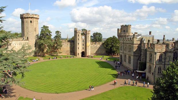 castle-courtyard